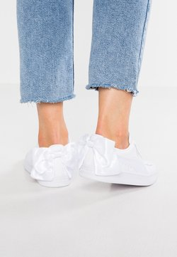 Puma - BASKET BOW - Loaferit/pistokkaat - white