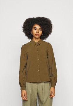 Vero Moda Petite - VMBEATE - Button-down blouse - fir green/light green