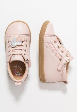 Shoo Pom - BOUBA HEART - Lauflernschuh - light pink/silver
