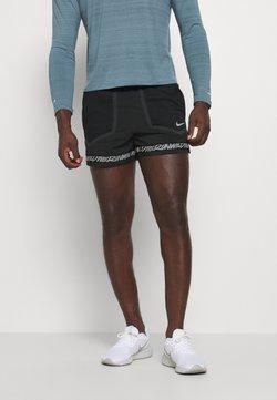 Nike Performance - STRIDE - Pantalón corto de deporte - black/dk smoke grey/reflective silver