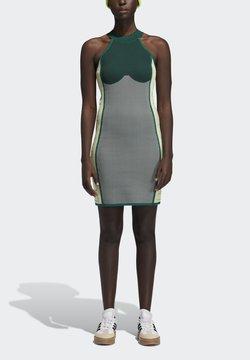 adidas Originals - Gebreide jurk - darkgreen/greentint