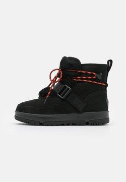 UGG - CLASSIC WEATHER HIKER - Bottes de neige - black