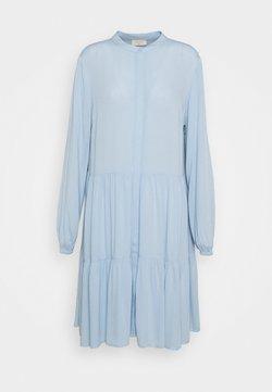 Freequent - FQFLOW SOLID - Vestido camisero - chambray blue