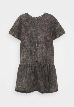 Noisy May Curve - NMEMILIA DRESS  - Jeanskleid - medium grey denim