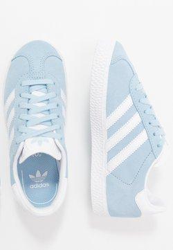 adidas Originals - GAZELLE - Joggesko - clear sky/footwear white/gold metallic