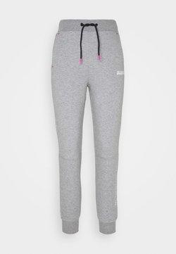 Guess - LONG PANTS - Pantalon de survêtement - light heather grey