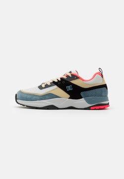 DC Shoes - E.TRIBEKA SE UNISEX - Skateschoenen - blue/ashes