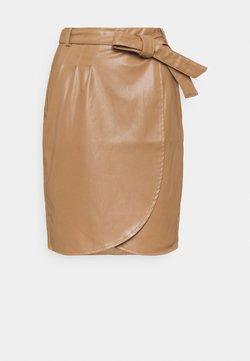 Esqualo - SKIRT OVERLAP SHORT BELT - Pencil skirt - cappuccino
