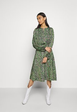 Cras - LANI DRESS - Freizeitkleid - green leo
