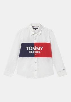 Tommy Hilfiger - COLORBLOCK ARCHIVE - Vapaa-ajan kauluspaita - white