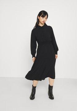 Vero Moda Petite - VMSAGA SMOCK CALF DRESS - Vestido camisero - black