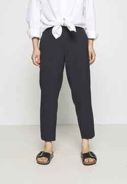 Selected Femme Petite - SLFRIA CROPPED PANT - Pantalones - dark sapphire