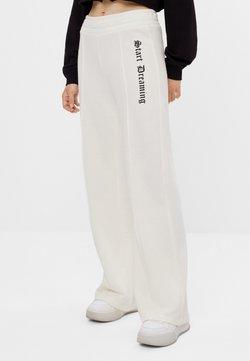 Bershka - SCHLAG AUS PLÜSCH - Spodnie treningowe - white