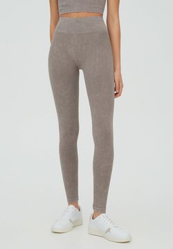 PULL&BEAR - MIT PATENTMUSTER AM BUND - Tights - brown