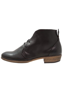 HUB - CHUCKIE - Ankle Boot - black/natural