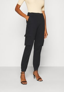 PIECES Tall - PCSISCA ELASTIC CARGO PANT - Cargo trousers - black