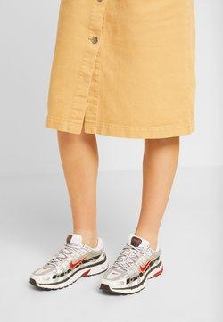 Nike Sportswear - P-6000 - Sneakers laag - white/varsity red/metallic platinum