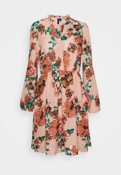 Vero Moda - VMSUNILLA DRESS  - Freizeitkleid - misty rose/sunilla