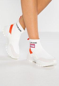 Calvin Klein Jeans - TYSHA - Sneakers hoog - bright white/orangeade