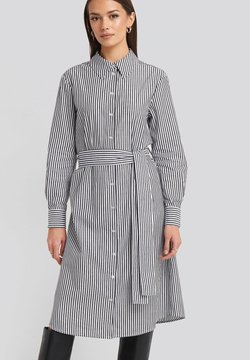NA-KD - Blusenkleid - grey/white