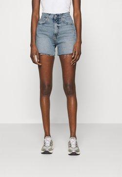 Calvin Klein Jeans - MOM - Short en jean - denim light