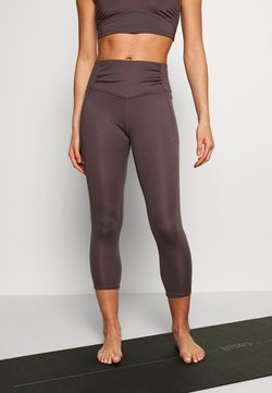 Free People - BREATHE EASY LEGGING - Tights - dark purple