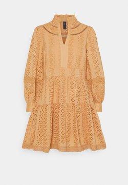 YAS Petite - YASGARGI DRESS - Vestido informal - sandstorm
