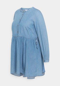 Mamalicious Curve - MLSTINA LIA WOVEN TUNIC - Camicetta - light blue/chambray