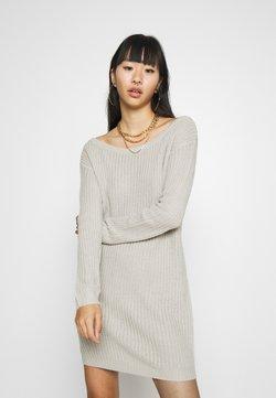 Missguided - AYVAN OFF SHOULDER JUMPER DRESS - Vestido de punto - light grey