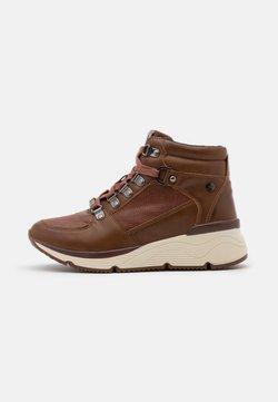 XTI - Sneakers hoog - camel