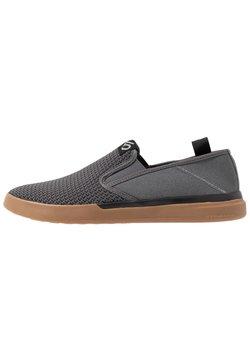 adidas Performance - FIVE TEN SLEUTH SLIP_ON - Walkingschuh - grey five/core black