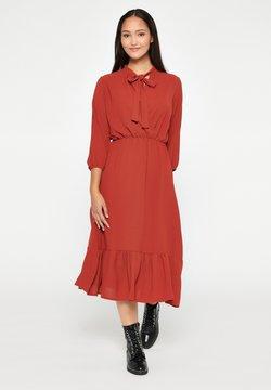 LolaLiza - WITH 3/4 SLEEVES - Korte jurk - rust