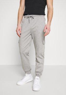 Brooklyn Supply Co. - PINSTRIPE CARGO - Jogginghose - grey