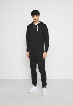 Pier One - SET - T-Shirt basic - black