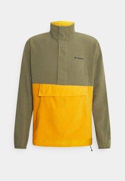 Columbia - EXPLORER PACKABLE - Zip-up hoodie - stone green/bright gold