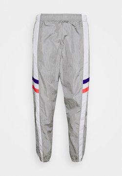 Nike Performance - CHELSEA LONDON PANT - Jogginghose - matte silver/white/concord/ember glow