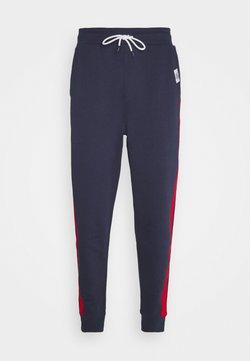 Tommy Jeans - MIX MEDIA BASKETBALL PANT - Jogginghose - twilight navy