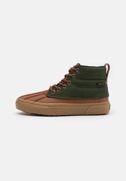 Vans - SK8 DEL PATO MTE UNISEX - Sneakersy wysokie - tortoise shell/kombu green