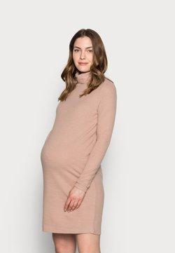 Pieces Maternity - PCMPAM HIGH NECK DRESS - Sukienka dzianinowa - warm taupe