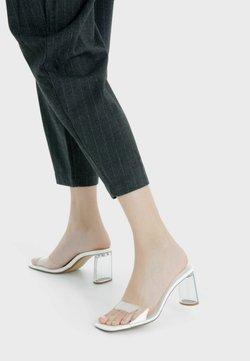 Bershka - Korolliset sandaalit - white