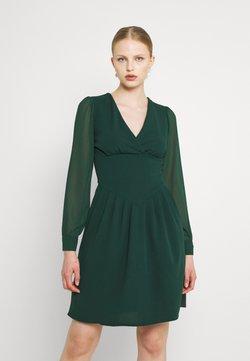 WAL G. - BELLA SLEEVE SKATER DRESS - Juhlamekko - emerald green