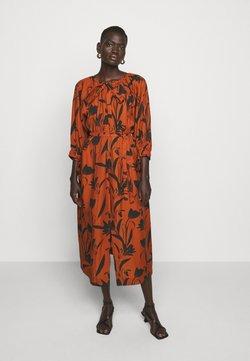 Mother of Pearl - RAGLAN SLEEVE DRESS WITH GATHERED NECK & CUFFS - Freizeitkleid - botanical rust