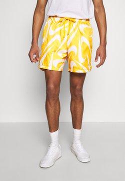 Nike Sportswear - FLOW - Shorts - university gold