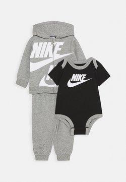 Nike Sportswear - SPLIT FUTURA PANT BABY SET - Body - dark grey heather