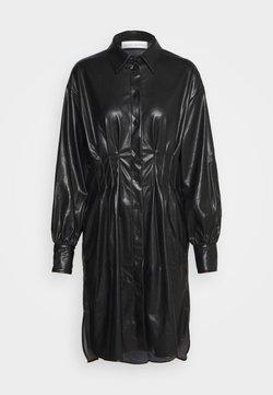 Mykke Hofmann - KESSY - Robe chemise - black