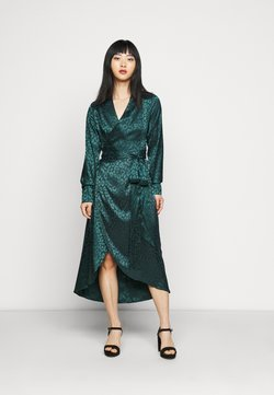 Never Fully Dressed Petite - LEOPARD LONGSLEEVE WRAP DRESS - Cocktailkjole - emerald