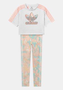 adidas Originals - CROP TEE SET - T-shirt imprimé - white