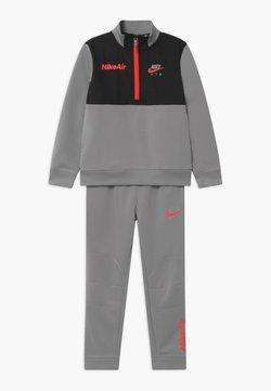 Nike Sportswear - AIR SET - Verryttelypuku - light smoke grey