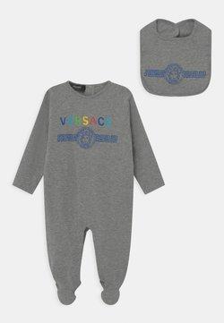 Versace - MEDUSA WITH GRECA GIFT SET UNISEX - Pijama de bebé - grey melange/multicolor