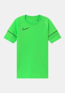 Nike Performance - ACADEMY UNISEX - Printtipaita - green strike/black